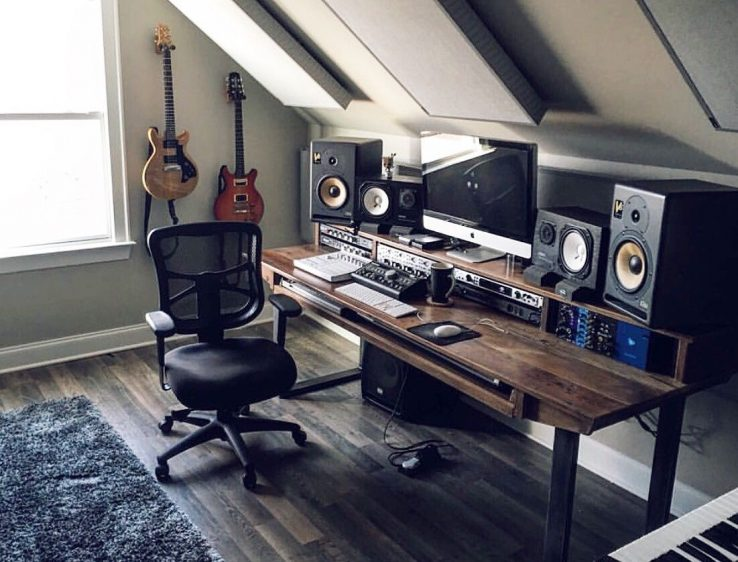 set-up-multiple-studio-monitors-to-the-computer